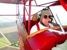 Idei de cadou pentru sot - zbor cu biplan de epoca