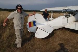 Idei de cadou pentru barbati pretentiosi  -zbor cu biplanul de epoca