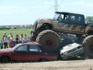 idei-de-cadou-pentru-iubit-monster-truck