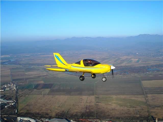 Idei de cadou pentru aniversare -survol-cu-avionul